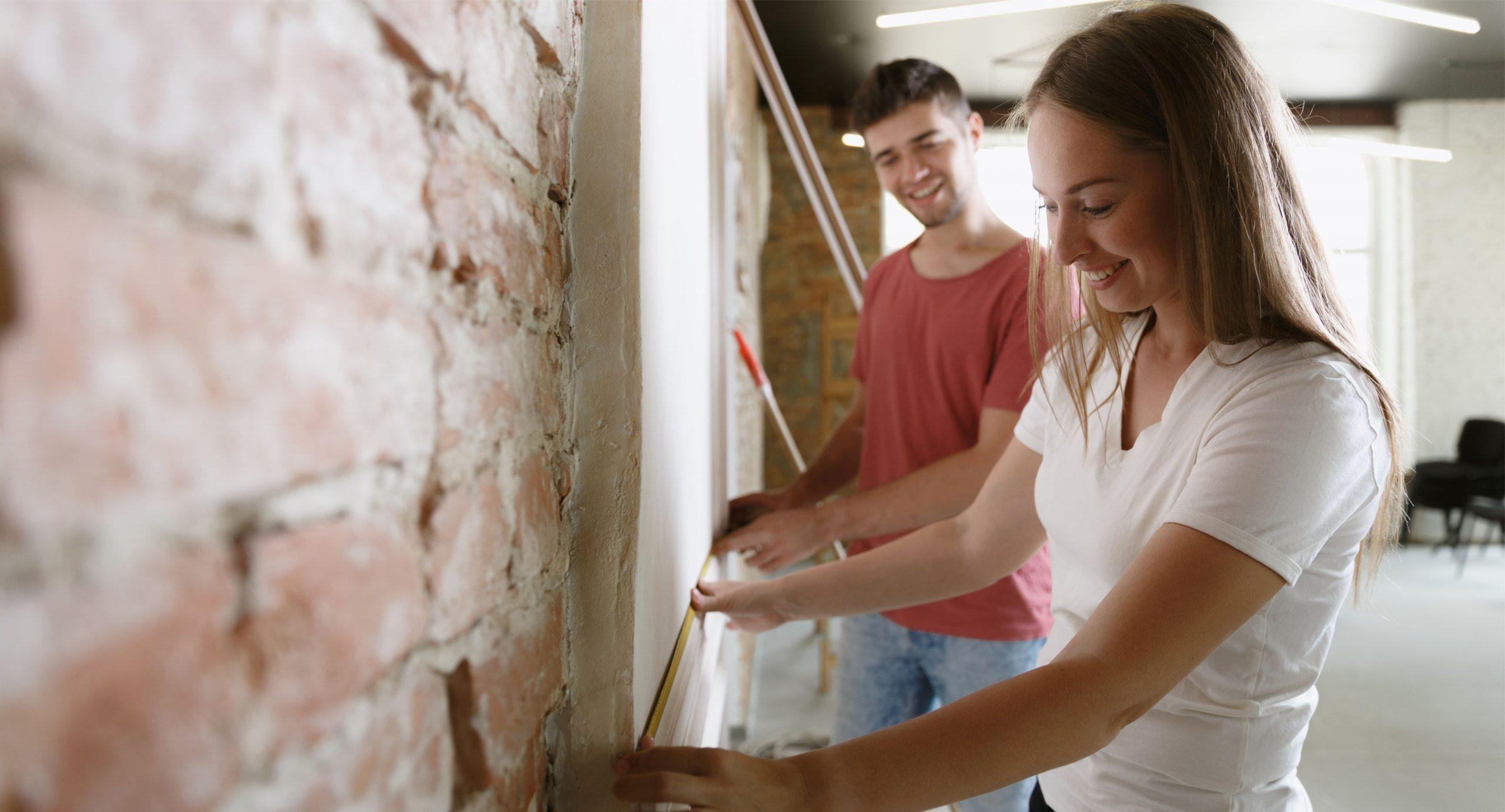 Como aplicar um papel de parede adesivo?